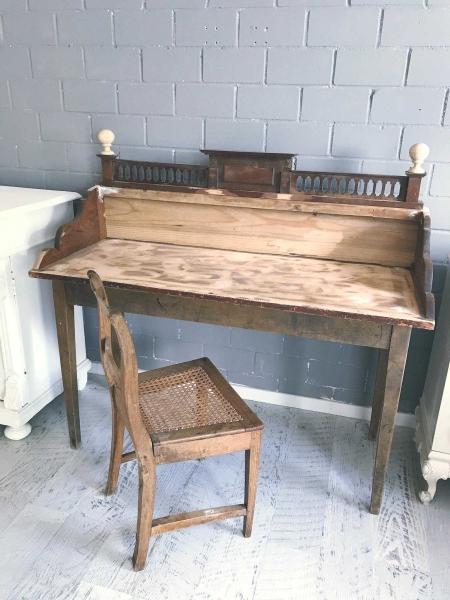 Schreibtisch-vor-Anstrich-Shabby-World